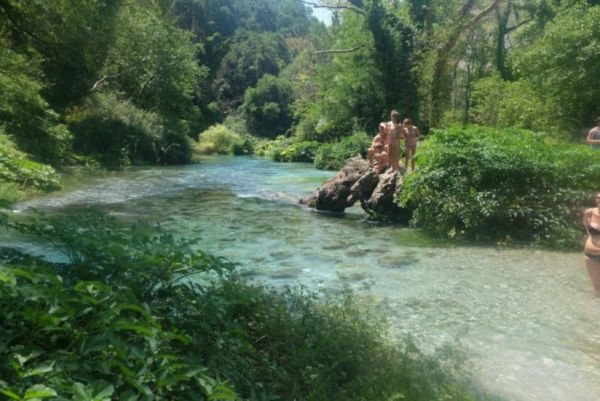 'Blue Eye', a 10 degree spring-water fed river. Great swimming.