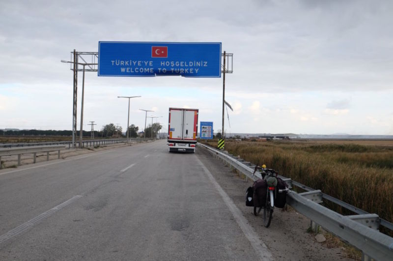 After being gradually exposed to Ottomon style architecture, baclava and increased numbers of Muslim people and buildings in northeast Greece, I was ready to cross the border into Turkey.
