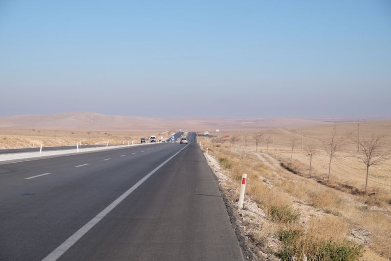 After leaving Konya to head northeast, the landscape became more and more desert-like.